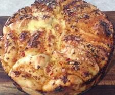 Recipe Sweet Chilli & Cheese Pull Apart by - Recipe of category Baking - savoury need 2 find another flour Bread Recipes, Baking Recipes, Sweet Chilli Sauce, Bread Ingredients, Pull Apart Bread, Recipe Boards, Vegetarian Cheese, Bread Rolls, Other Recipes