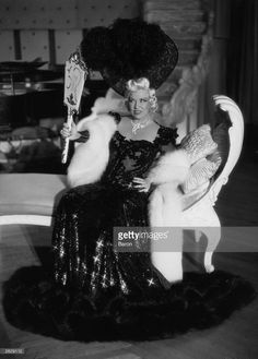 Nov American Actress And Screenplay Writer Mae West Dies Stock Pictures, Royalty-free Photos & Images Mae West Movies, Queens New York, Star Wars, Old Hollywood, Hollywood Actresses, Pretty Photos, Film Industry, Golden Age, Night Club
