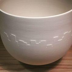 New exploration .... #wheelthrownceramics #wheelthrownporcelain #porcelain #porcelaine #ceramics #ceramica #ceramique #keramik #handmadeceramics #FaitMain #ArtisanatDArt #Design #WorkInProgress #SoonOnYourTable #Paris #CeramicStudio