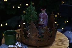 Winterliche Stimmung mit Deko #weihnachtsmarkt #winter #deko #tasse #tanne #rost #woodlands