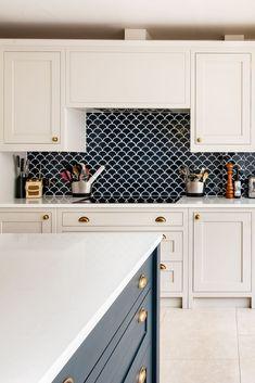 Home Decor Kitchen, Kitchen Living, Kitchen Interior, New Kitchen, Home Kitchens, Kitchen Ideas, Art Deco Kitchen, Kitchen Cupboard, Blue Kitchen Tiles