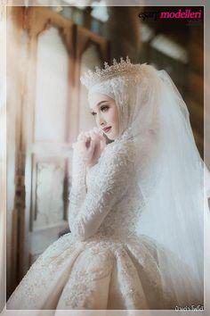 Model of Hijab princess wedding dress Hijab models 2020 - model of . Muslim Wedding Gown, Hijabi Wedding, Wedding Hijab Styles, Muslimah Wedding Dress, Muslim Wedding Dresses, Muslim Brides, Bridal Dresses, Wedding Gowns, Kebaya Wedding