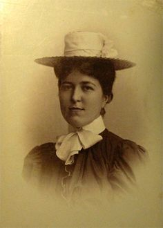 Helga Tesch  1875-1959