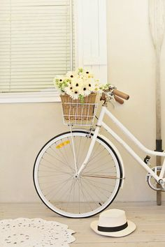 bike, flowers ans hat! ready to go!!