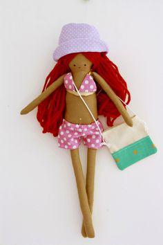 Muñeca de trapo, bañista de cabello rojo con bolso para llevar las cosas de la playa by EstrellanDolls on Etsy