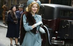 A gallery of 62 Miss Pettigrew Lives for a Day publicity stills and other photos. Featuring Amy Adams, Frances McDormand, Lee Pace, Tom Payne and others. Movie Shots, Movie Gifs, I Movie, Angel Movie, The Imitation Game, Call The Midwife, Autumn Aesthetic, 30s Fashion, Amy Adams