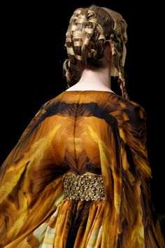 Even the hair says cersei, and the golden colours for her husbands house, Alexander McQueen S/S 2011