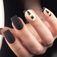 Black is a commonly used color in nail art designs. Many people have tried black nail art designs. Black can be used on nails of any shape. Black coffin nails and black Stiletto nails ar Black French Manicure, Black Nail Art, Black Nails, White Nail, Latest Nail Designs, Black Nail Designs, Cool Nail Designs, Winter Nails, Summer Nails