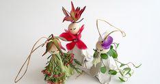 Aus frischen Blumen und Eierkarton zauberhafte Blumenelfen basteln. Elf, Wreaths, Christmas Ornaments, Holiday Decor, American, Home Decor, Egg Box Craft, Projects, Dekoration