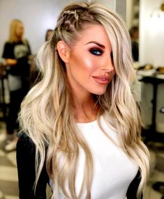 45 Best Hairstyles for Long Faces to Try - Fashiondioxide if your face is long you will need to style your hair according to that! Well, here are some Best Hairstyles for Long Faces to Try Down Hairstyles For Long Hair, Side Braid Hairstyles, Wedding Hairstyles, Cool Hairstyles, Hairstyle Men, Formal Hairstyles, Hairstyle Ideas, Medium Hair Styles, Curly Hair Styles