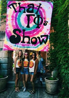 That Show themed bid day and like OMG! get some yourself some pawtastic adorable cat shirts, cat socks, and other cat apparel by tapping the pin! Sorority Recruitment Themes, Sorority Bid Day, College Sorority, Sorority Sugar, Sorority Sisters, Sorority Crafts, Sorority Life, Sorority And Fraternity, Sorority Party Themes