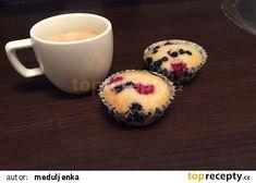 Muffiny s lesním ovocem recept - TopRecepty.cz