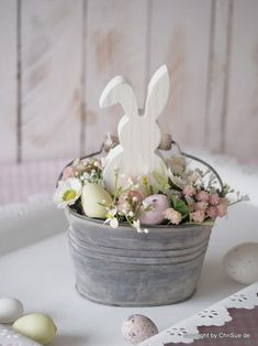 Best Pics Spring Wreath painting Thoughts For anyone who is within creating DIY spring wreaths, you might have perhaps encountered the battle Easter Table, Easter Party, Easter Projects, Easter Crafts, Hoppy Easter, Easter Eggs, Spring Crafts, Holiday Crafts, Holiday Decor
