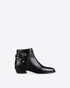 Studs, Zip closure, Leather sole, Round toeline,