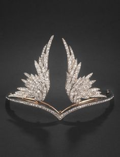 Chaumet - A Belle Epoque silver, gold and diamond tiara, French, circa 1899. In 1899, Richard Wagner's opera 'Die Walküre' was performed for the first time, giving rise to a veritable Wagner mania. The wings in this crown refer to the winged helmets of the protagonists. The two parts are detachable so that they can also be worn as brooches. #Chaumet #BelleEpoque #goldbroochesfordresses