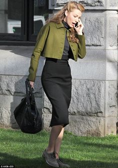 Blake Lively Joins Michiel Huisman On Set For 'Age of Adaline'!: Photo Blake Lively chats on her cell phone as she makes her way on set of her new film Age of Adaline on Wednesday (March in Vancouver, Canada. Blake Lively Age, Blake Lively Style, Vintage Outfits, Vintage Dresses, Vintage Fashion, Für Immer Adaline, Age Of Adaline, Swing Coats, Vintage Mode