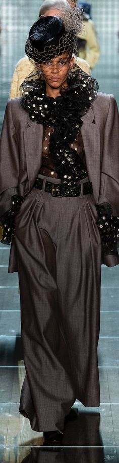 Spring 2019 RTW Marc Jacobs Marc Jacobs, Ny Fashion Week, Fashion Trends, High End Fashion, Glamour, Spring Summer Fashion, Chocolate Truffles, Collections, Perfume
