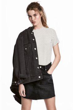 Short-sleeved blouse Model
