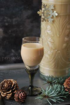 Likier krówkowy Szalony cielaczek Irish Cream, Dom, Glass Of Milk, Liquor, Panna Cotta, Drinks, Ethnic Recipes, Drinking, Alcohol