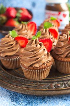 Babeczki z nutellą (nutella cupcakes) Nutella Cupcakes, Fun Cupcakes, Cupcake Cakes, Keto Recipes, Dessert Recipes, Desserts, Cheesecake Pops, Polish Recipes, Love Food