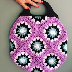 Just two half Grannies added and we have another version of the Ratsche Sunshine Bag!