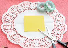 Cestos hechos con blondas - Todo Bonito Paper Doily Crafts, Doilies Crafts, Paper Doilies, Diy Paper, Crafty Projects, Projects To Try, Diy Y Manualidades, Paper Cones, Candy Shop