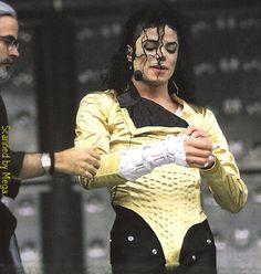 Michael Jackson images MJ (Dangerous Tour) wallpaper and background photos Michael Jackson Tour, Michael Jackson Dangerous, Mike Jackson, Hee Man, Mj Dangerous, King Of Music, Ferrat, The Jacksons, Look Vintage