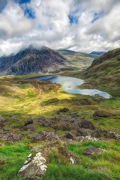 ✮ Llyn Idwal is a small lake that lies within Cwm Idwal in the Glyderau mountains of Snowdonia, North Wales UK - Fabulous Pic! Snowdonia, Lonely Planet, Small Lake, England And Scotland, English Countryside, Buckingham Palace, Lake District, British Isles, Beautiful Landscapes