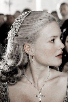 "Princess Shaena Targaryen, daughter of Aerys ""Mad King"" and Rhaella Targaryen, wife of Rhaegar Targaryen and mother of Visenya Targaryen. Lucrèce Borgia, Los Borgia, Hogwarts Founders, Holliday Grainger, Comic Face, The Borgias, Period Outfit, Elle Fanning, Character Aesthetic"