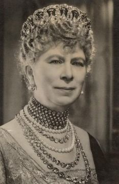 The long diamond collet necklace [longest one worn here] was inherited from her mother, the Duchess of Teck.