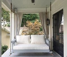 Stylish Outdoor Curtain Ideas To Spice Up Your Outdoor Space37