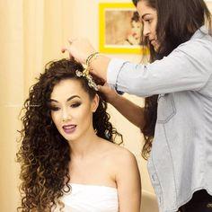 Glamorous Beautiful Hair in 2020 Natural Wedding Hairstyles, Unique Hairstyles, Wedding Hair Down, Wedding Hair And Makeup, Tiara Hairstyles, Down Hairstyles, Curly Bridal Hair, Curly Hair Styles, Natural Hair Styles