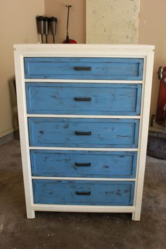 Annie Sloan Chalk Paint Old White and Greek Blue . Annie Sloan Chalk Paint Old White, Greek Blue, Neoclassical Interior, All Things New, Rustic Doors, Chalk Paint Furniture, Milk Paint, Home And Living, Mid-century Modern