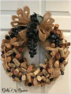 Wine Cork Wreath DIY Tutorial Cork Garland, Wine Cork Wreath, Wine Cork Art, Wine Craft, Wine Cork Crafts, Wine Bottle Crafts, Wine Bottle Corks, Crafts With Corks, Wreath Crafts
