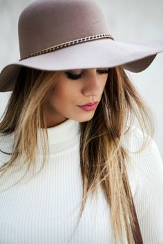 Super cute grey floppy hat with chain accent