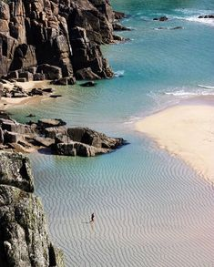 """Glorious Britain on Instagram: """"Yes this is in Britain! It's the stunning Pedn Vounder beach in Cornwall. Look at those aquamarine waters and soft sands. What we wouldn't…"""" Cornwall Coast, Cornwall Beaches, Devon And Cornwall, West Cornwall, Places To Travel, Places To See, British Beaches, British Countryside, Island Beach"""