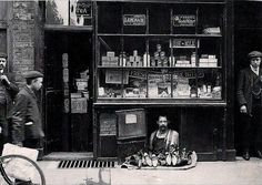 The smallest shop in London - a shoe salesman with a 1.2 square meter shoe store-1900