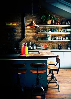 The author of Color: Transform Your Home (which just dropped on Tuesday), Abigail Ahern is sharing her tips for decorating your kitchen in rich, saturated color. Homey Kitchen, Real Kitchen, Kitchen Paint, Kitchen Dining, Family Kitchen, Dark Brown Walls, Abigail Ahern, Galley Kitchens, Photoshop