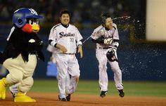 Tsubakuro and Masayoshi Miwa (Tokyo Yakult Swallows)