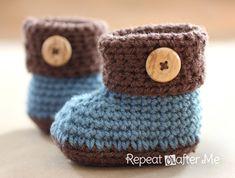 ブルーと茶色で大人かわいい落ち着いた色合いのかぎ針編みのベビーシューズ♪