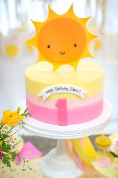 Sunshine Party: Sunshine Cookies and Sunshine Cakes. Throwing a You are my Sunshine Party? I have put together some adorable Sunshine Cookies and Sunshine Cakes for you. Be sure to also check out our other Sunshine Party ideas. Sunshine Birthday Cakes, 1st Birthday Cakes, Girl First Birthday, Sunshine Cookies, Sunshine Cake, Sunshine Cupcakes, Yellow Birthday Parties, First Birthday Parties, Sunshine Baby Showers