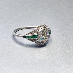 Antique vintage Art Deco diamond engagement ring with emeralds #antique #antiquejewelry #artdeco #artdecojewelry #antiqueengagementring #artdecoengagementring #bride #bridetibe #engaged...