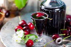 Ingredienti: 2 kg di ciliegie 800 gr. di acqua 500 gr. di zucchero semolato 500 gr.