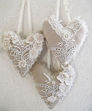 lace on linen hearts closet and drawer sachet ideas. Sewing Crafts, Sewing Projects, Diy Crafts, Burlap Crafts, Vintage Lace, Vintage Shabby Chic, Vintage Diy, Wedding Vintage, Vintage Embroidery