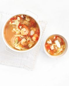 Shrimp, Cod, and Fennel Soup with Tomatoes Poaching shrimp and cod in wine-and-garlic-spiked fish stock elevates their flavor but keeps calories minimal. Fish Stock Recipe, Seafood Recipes, Soup Recipes, Protein Recipes, Healthy Recipes, Fennel Soup, Seafood Stew, Shrimp Stew, Chowder Soup