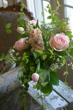 Pretty pink and green garden bouquet Arte Floral, Deco Floral, My Flower, Pretty Flowers, Fresh Flowers, Colorful Roses, Roses Tumblr, Bouquet Champetre, Rose Cottage