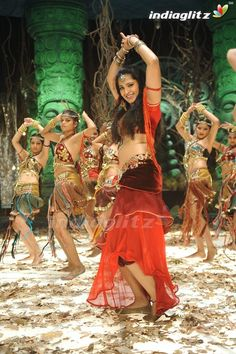 Check out south indian actress Anushka Shetty Best 50 Photos in sexy red hot dresses. Enjoy the hot and sultry pictures of this talented actress. Bollywood Actress Hot Photos, Bollywood Girls, Beautiful Bollywood Actress, Most Beautiful Indian Actress, Actress Photos, Beautiful Actresses, Anushka Photos, Actress Anushka, Pakistani Girl