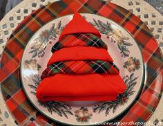 Really cute Christmas tree napkin fold.  I'll probably only do it with a single napkin - just as cute.