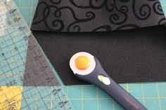 Use fancy felt and a simple clasp to make a quick felt clutch in less than 15 minutes, using just a few simple supplies. Felt Clutch, Evening Bags, Super Easy, Fancy, Purses, Crafts, Wallets, Creative Crafts, Handmade Crafts