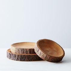 Circular Natural Wood Platter on Wood Turning Projects, Diy Wood Projects, Woodworking Projects, Wood Tray, Wood Bowls, Natural Wood Crafts, Wooden Plates, Diy Holz, Party In A Box